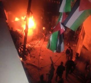 Confronto entre palestinos e IDF em Qalandiya