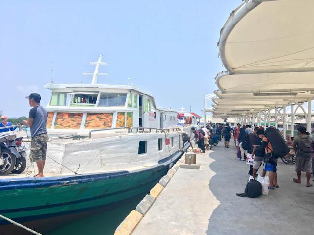Feri tiba di Pulau Harapan