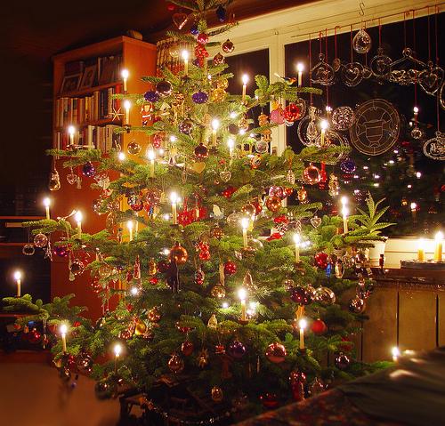 Muebles y decoraci n de interiores arreglo de arboles de for Arreglo para puertas de navidad