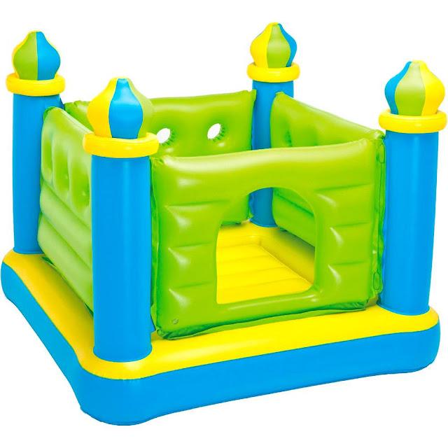 Pula Pula Inflável Castelo Encantado da Intex não possui partes salientes evitando assim que a criança se machuque