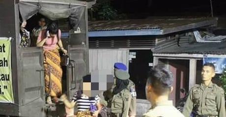 Tertangkap Maksiat, Diantar Mobil Patroli ke Rumah