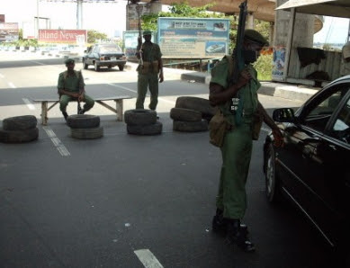 armed robbers in army uniform