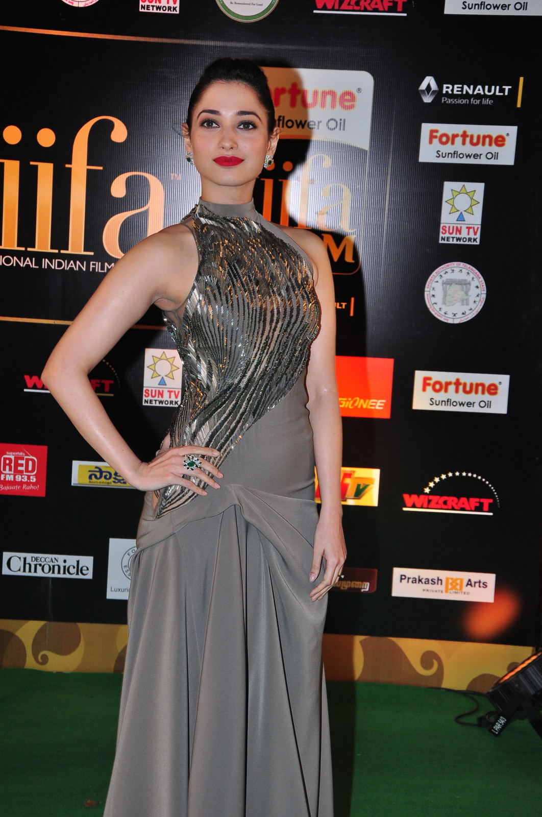 IIFA Awards Main Event 2018 Hindi 400MB HDRip 480p x264 Download