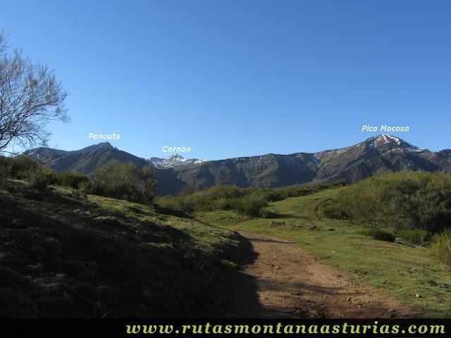 Vista del Penoura, Cornón y Pico Mocoso