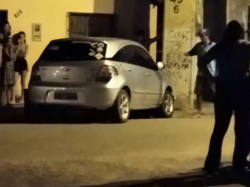 Pedreiras: carro falta freio e colide com porte........
