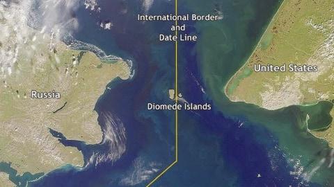 Pulau Diomede Kecil dan Pulau Diomede Besar, Jarak 3,8 Km Perbedaan Waktu 21 Jam