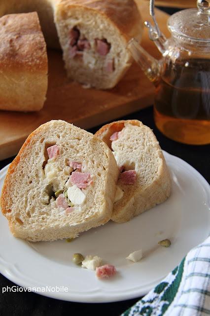 Ciambella salata con prosciutto cotto Lenti, feta e fave fresche.