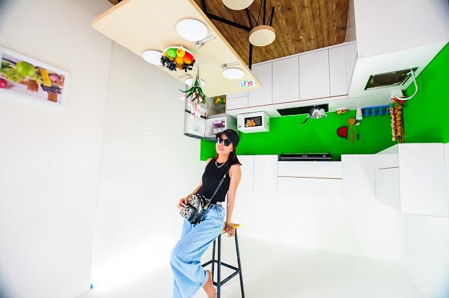Phòng bếp ăn treo ngược trên trần nhà