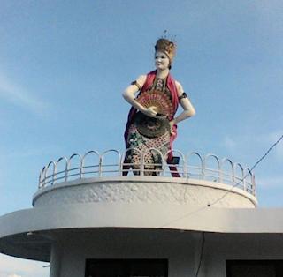 Bedanya Patung Gandrung Watudodol dan Gumitir