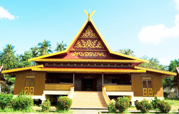 Rumah Selaso Jatuh Kembar, Rumah Adat Provinsi Riau