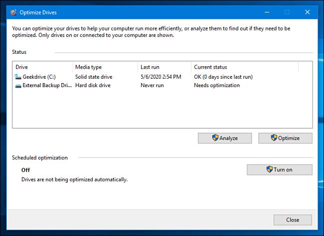 قائمة محركات الأقراص في أداة تحسين وإلغاء تجزئة Windows 10
