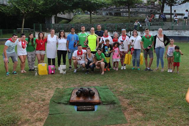 Participantes en el torneo femenino y social de bolos al cachete de El Regato