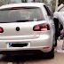 Iz auta izbacile izmet ispred Coly Company na Mosorovcu