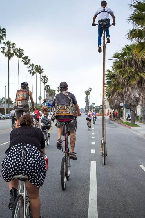 basikal tinggi dari yang lain
