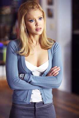 Jessica Alba as Sue Storm in Fantastic Four movieloversreviews.blogspot.com