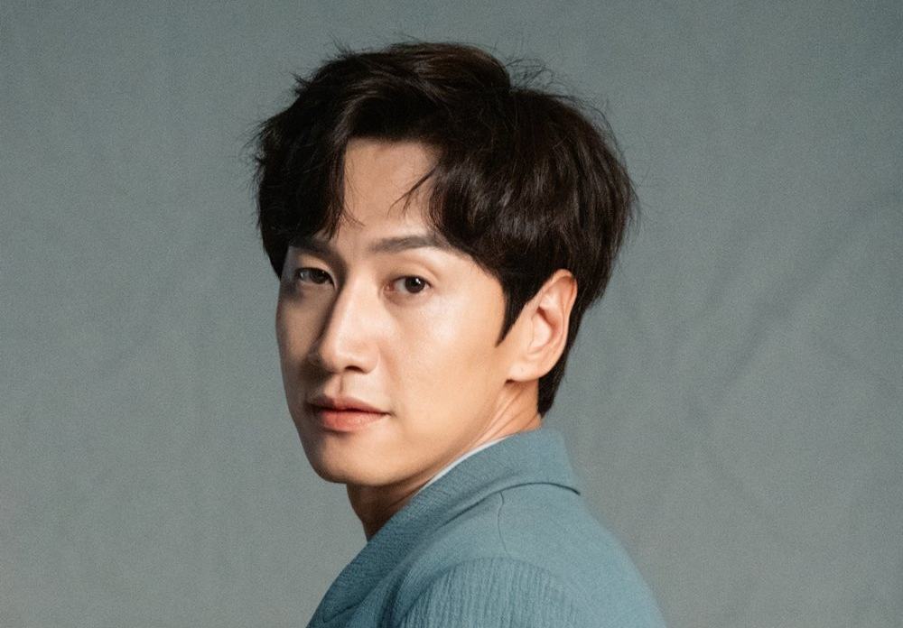 Had a Car Accident, Lee Kwang Soo Will Do a Surgery and Vacuum From 'Running Man'