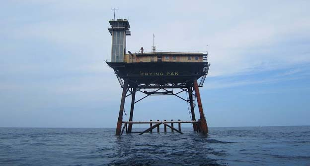 An exclusive, far-flung, B&B Frying Pan Tower Hotel is situated thirty-four miles away from the North Carolina coast and can only be reached by a boat or a helicopter. It is considered as the most frightening Bed and Breakfast hotel in the world. The rooms are basic and rustic and are 85-feet in the air.
