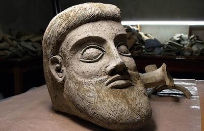 Υπερμεγέθης προτομή που εντοπίστηκε στον βυθό της Κριμαίας ίσως είναι αρχαιοελληνική