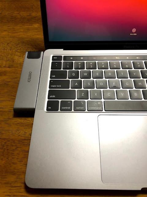 取り付け(MacBookを開いた状態)