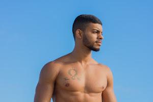 Modelo fitness Jadson dos Santos mostra o corpo sarado em ensaio