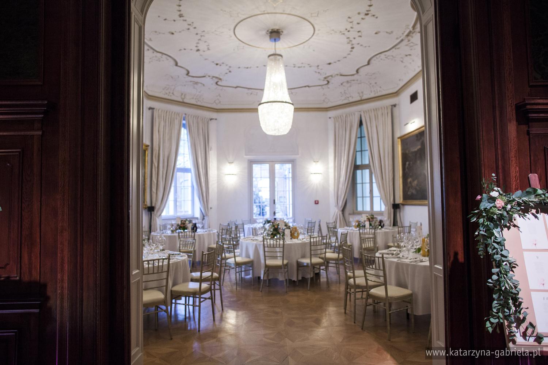 Dekoracje kwiatowe sali na wesele, Śluby międzynarodowe, Polsko Francuskie wesele, Ślub Cywilny w plenerze, Ślub w stylu francuskim, Romantyczny ślub, Wesele w Pałacu Goetz, Blog o ślubach, Najpiękniejsze śluby w Polsce