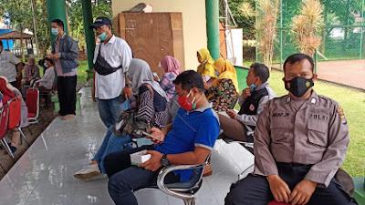 Polsek Serang Kawal Dan Dampingi Vaksinasi Lansia