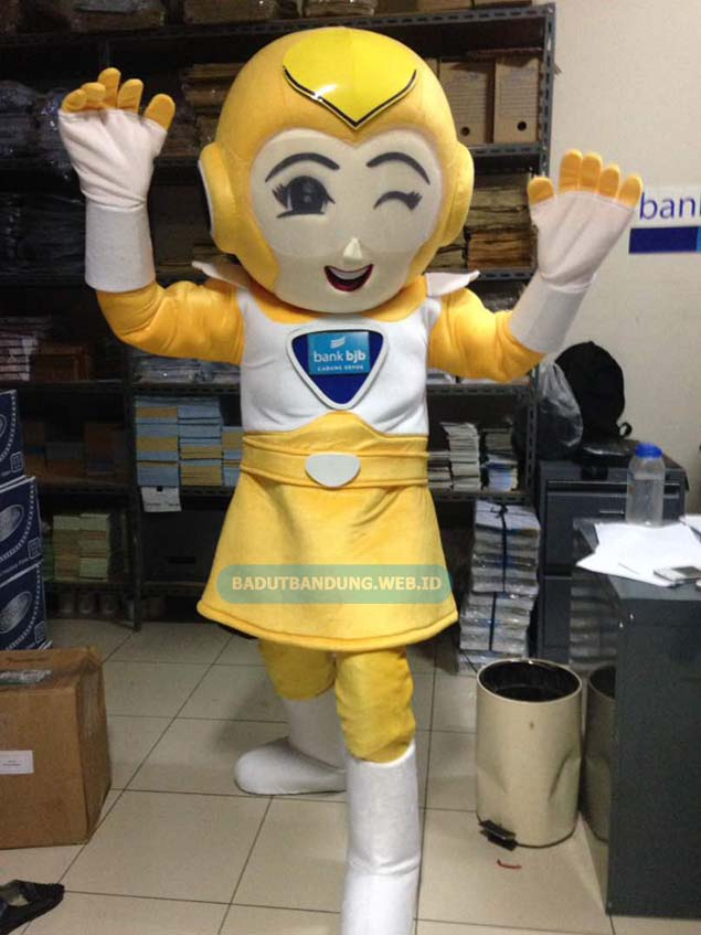 Badut robot kuning maskot bank bijb