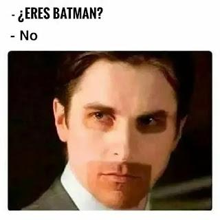 Actor de Batman con marca solar de la máscara de Batman