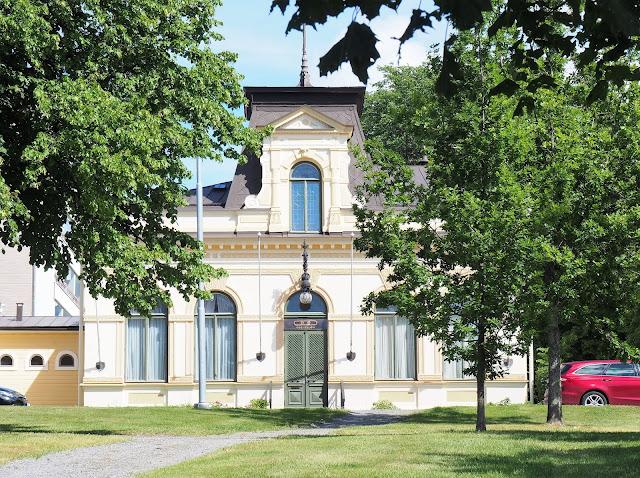 vaasa, postikortti vaasasta, matkaillu suomessa, mita tehda vaasassa, keltainen talo, kaunis talo, pallovalo