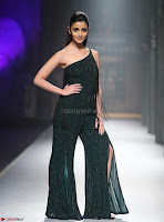 Alia Bhatt super cute in black Jumpsuit 4.jpg