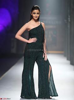 Alia Bhatt super cute in black Jumpsuit 4.jpg