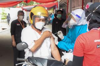 Vaksinasi COVID-19 di Bulan Ramadhan tetap Berajalan