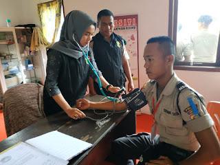 Polres Lampung Barat Lakukan Pemeriksaan Kesehatan Kepada 46 Siswa Latja