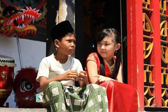 Di tengah Carut Marut Negeri, Foto Dua Anak Tanah Air Bikin Adem Netizen