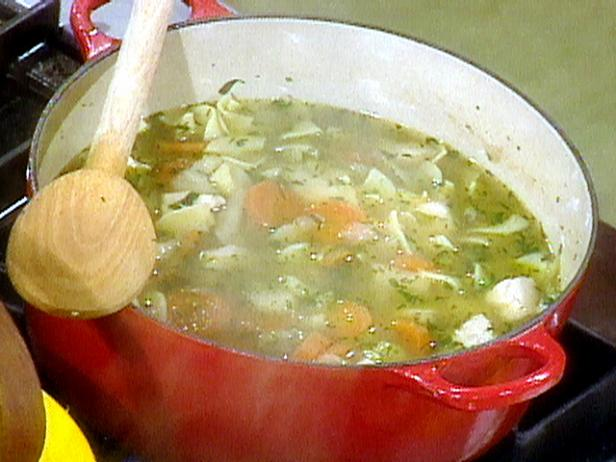 حساء الدجاج و بالمعكرونة