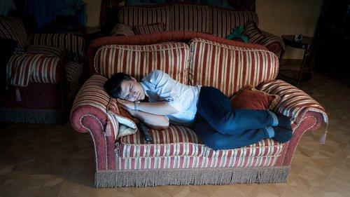 Inilah Dampak Jika TV Menyala Saat Tidur UntuK Kesehatan