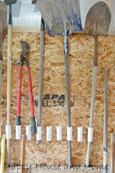 Pipa PVC (paralon) untuk merapikan alat kerja