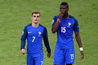 Antoine Griezmann has been talking to Paul Pogba about the situation at Man United.