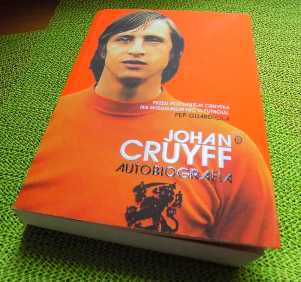 3df83b3d8 To jedna z tych książek, po które sięga się w ciemno. Autobiografia postaci  takiej jak Johan Cruyff, który był częścią futbolowej rewolucji zarówno  jako ...