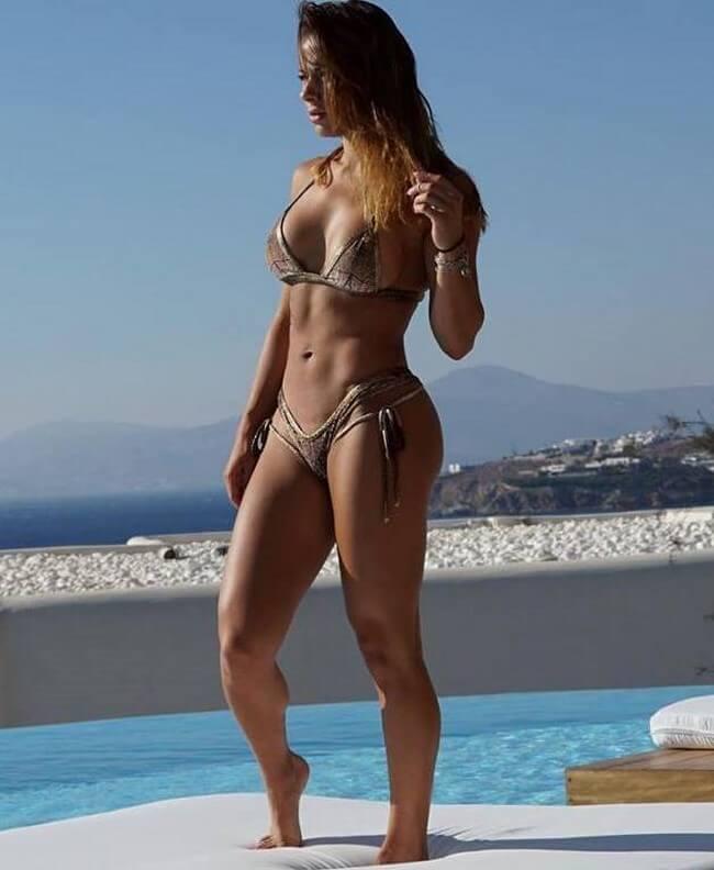 Sandra Prikker e seu lindo corpo