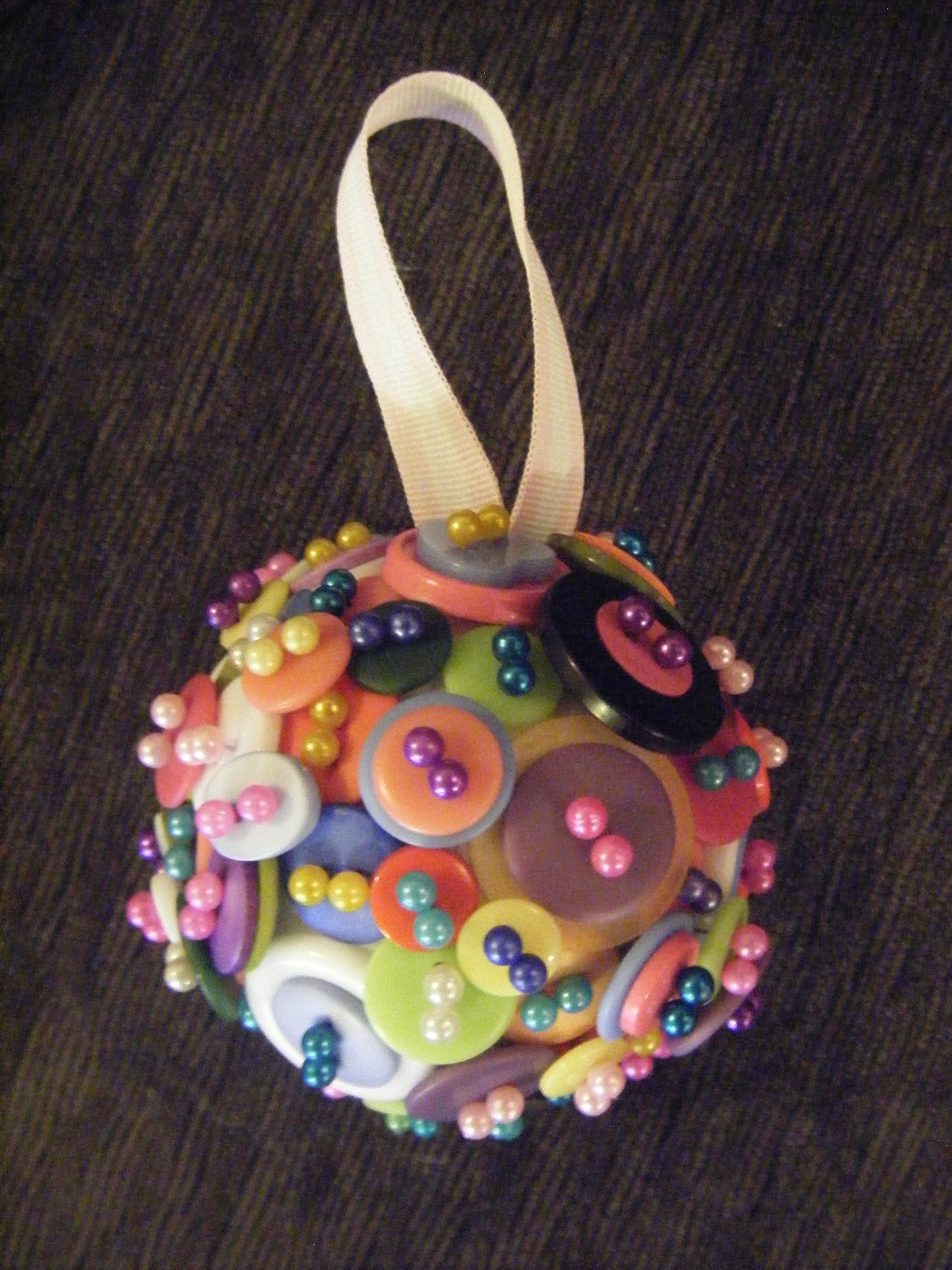 Lucky's Crafts: Button Christmas Ornament