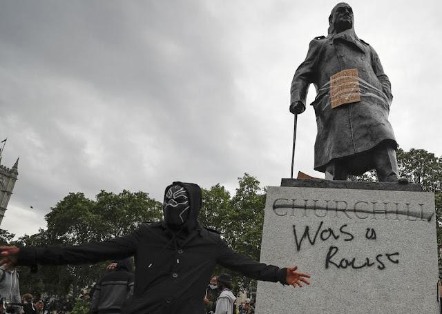 Черчилль был рассистом и трусом.