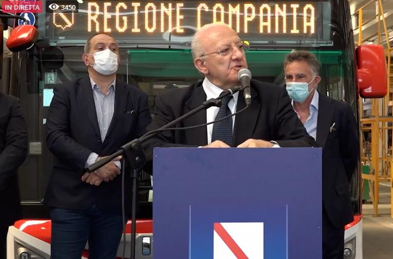 Vincenzo De Luca presenta i nuovi autobus