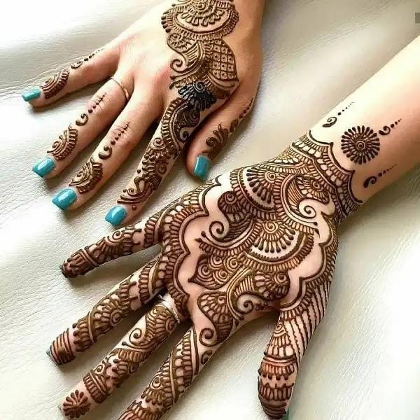Beautiful_Arabian_henna_design_for_indian