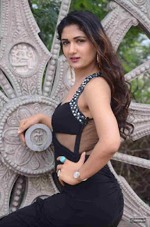 Isha-Stills-at-Lovers-Park-Movie-Opening
