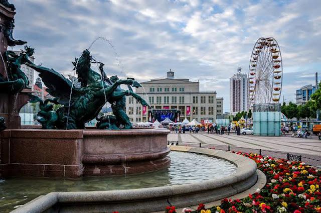 Praça Augustusplatz em Leipzig
