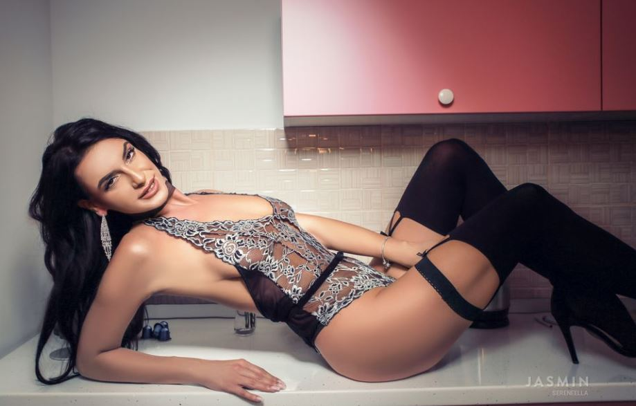 SereneElla Model GlamourCams