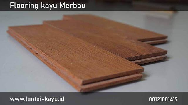 memperhatikan jenis lantai kayu dalam merawat