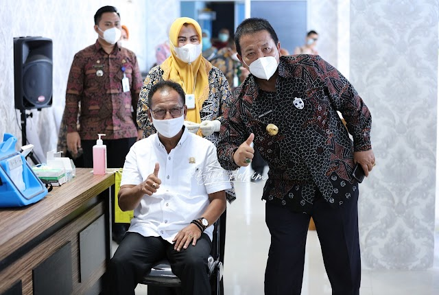 Saksikan Vaksinasi Covid-19 di Provinsi Lampung, Gubernur Arinal Dorong Masyarakat Tidak Ragu Ikuti Vaksinasi