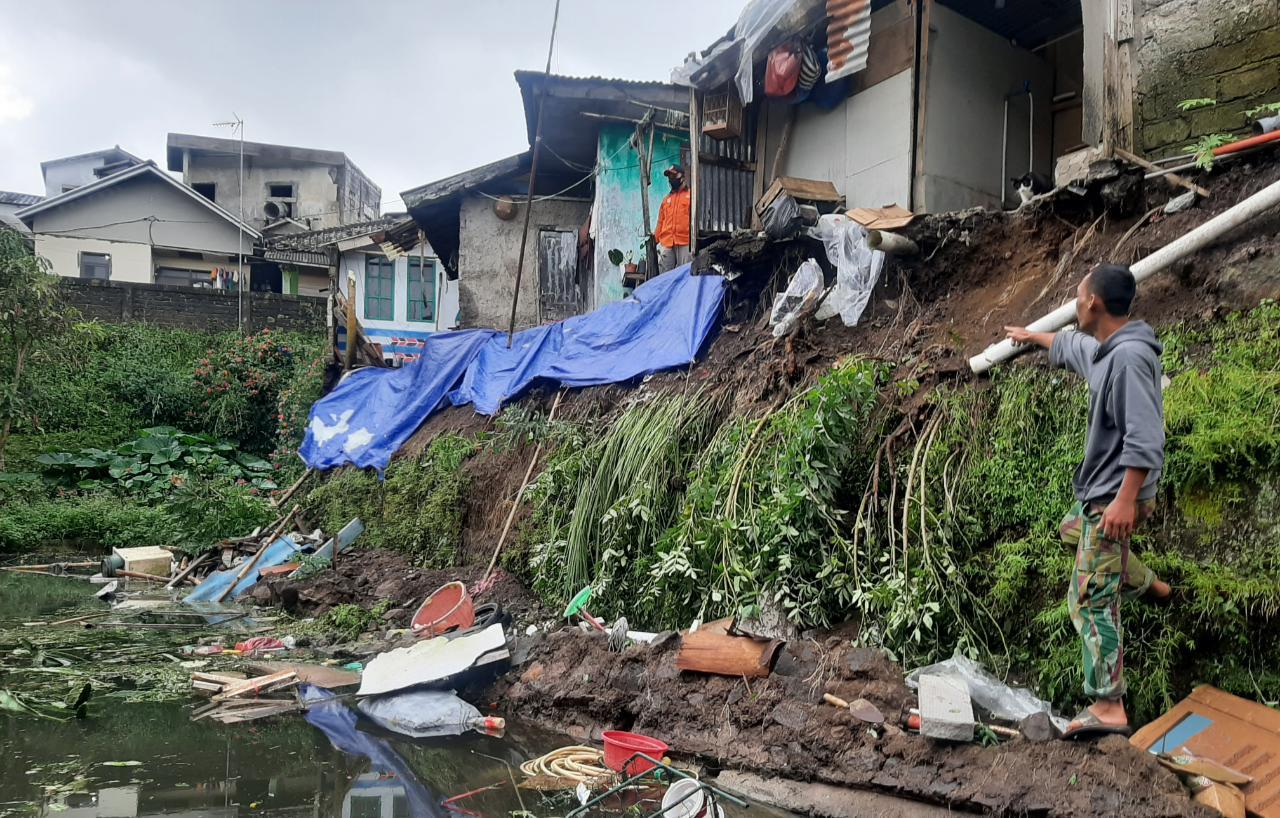 TPT Ambruk, Tiga Rumah Di Desa Palasari Cipanas Terancam Ambrol